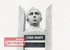 Минає 30 років з відкриття першого в Україні пам'ятника Степану Бандері